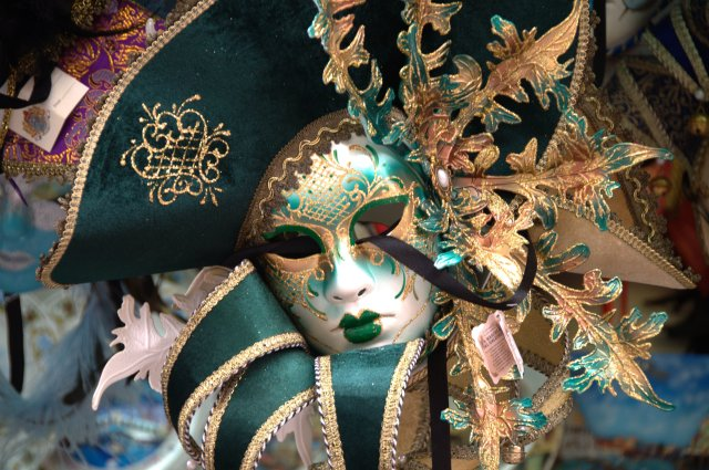 venetian_carnival_mask_-_maschera_di_carnevale_-_venice_italy_-_creative_commons_by_gnuckx_4701308889